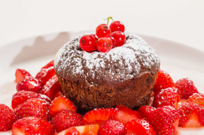 Photo de recette de fondant au chocolat, fruits rouges, facile, fraises, de Kilomètre-0, blog de cuisine réalisée à partir de produits de saison et issus de circuits courts