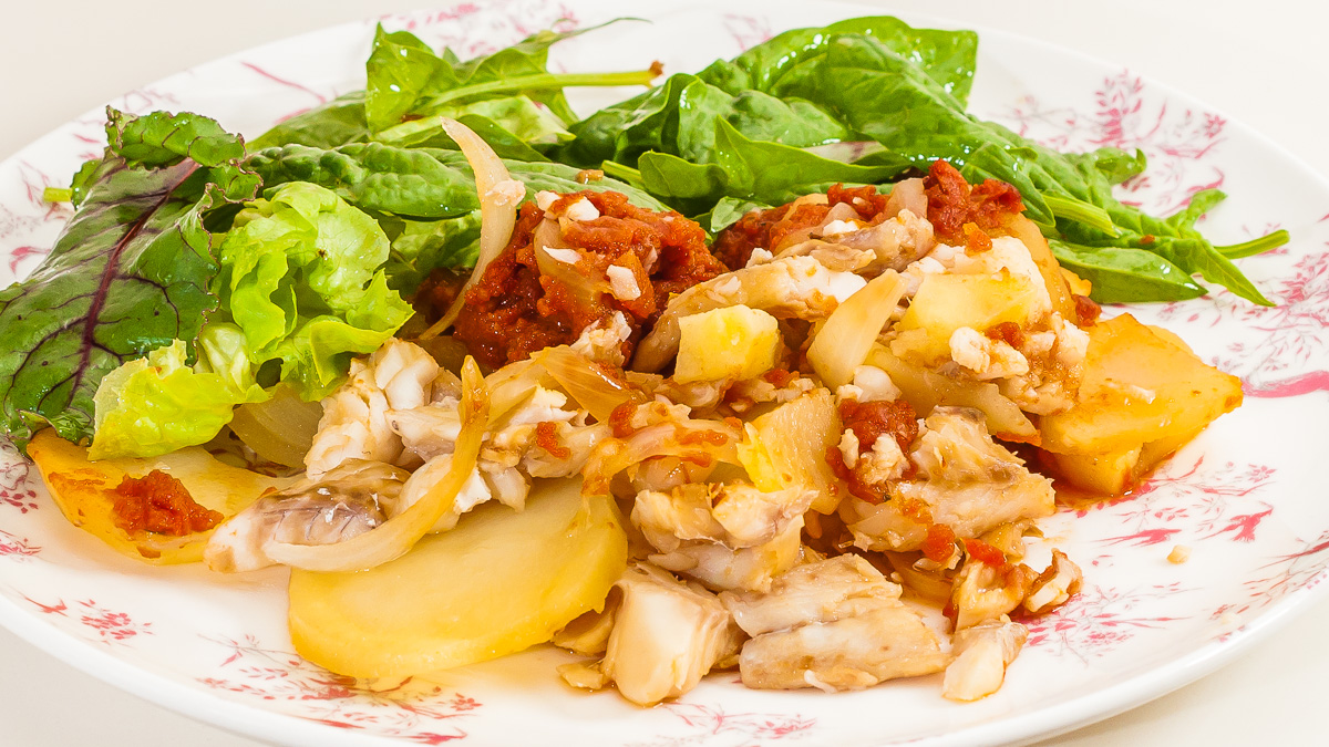 Photo de recette africaine de poisson facile, patate, pomme de terre, tomate, rapide, léger, healthy de Kilomètre-0, blog de cuisine réalisée à partir de produits de saison et issus de circuits courts