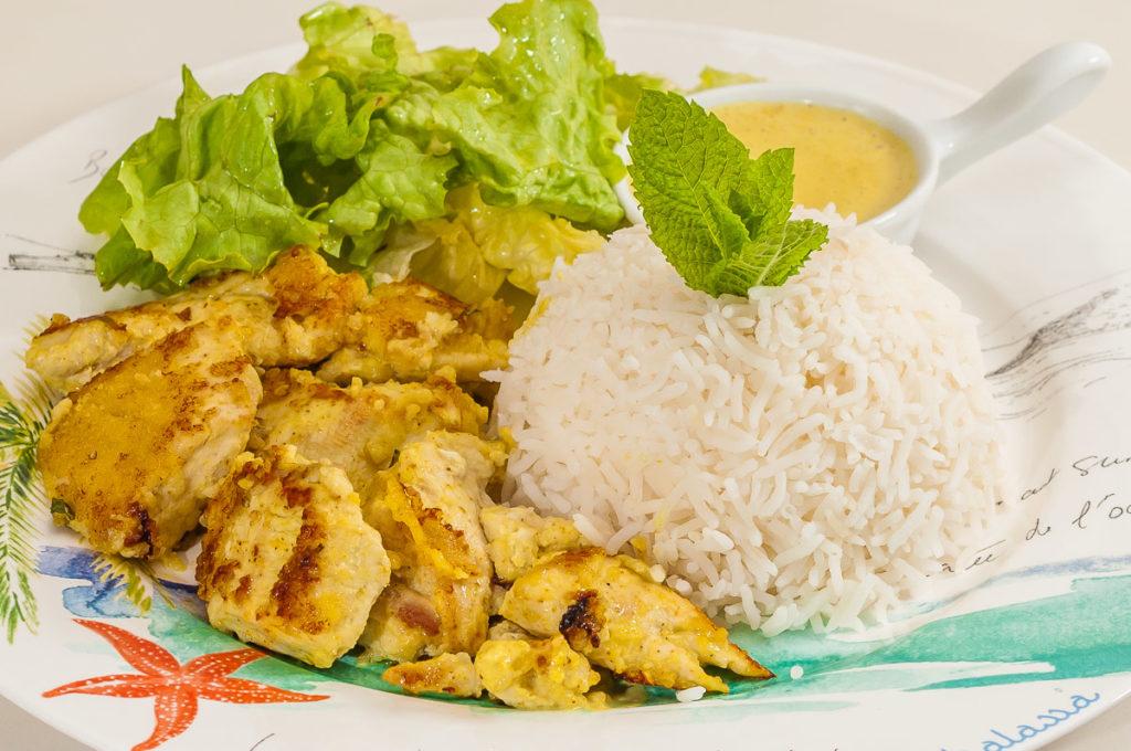 Photo de recette de  plat des îles Maldives, poulet, Maldives, épices, curry, curcuma, lait de coco, économique, rapide, facile de  Kilomètre-0, blog de cuisine réalisée à partir de produits de saison et issus de circuits courts