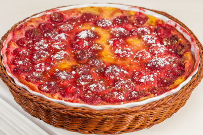Photo de recette de clafoutis aux fraises, facile, litchi, rapide, laitage, dessert, gâteau de Kilomètre-0, blog de cuisine réalisée à partir de produits de saison et issus de circuits courts