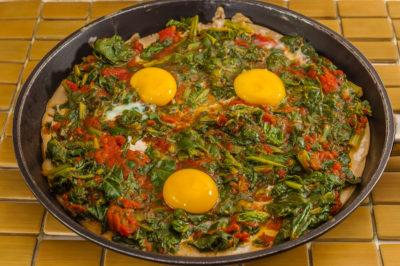 Photo de recette de chatarami, pizza népalaise, Népal, oeufs, épinards, galette, farine de riz, bio,  Kilomètre-0, blog de cuisine réalisée à partir de produits de saison et issus de circuits courts