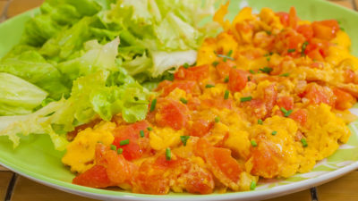 Photo de recette facile de Djibouti, africaine, cuisine du monde, oeufs, tomates, omelette rapide, légère, bio, épices de Kilomètre-0, blog de cuisine réalisée à partir de produits de saison et issus de circuits courts