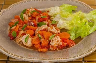 Photo de recette brésilienne facile, cuisine du Brésil, cuisine du monde, poulet, carottes, tomates, healthy, de Kilomètre-0, blog de cuisine réalisée à partir de produits de saison et issus de circuits courts