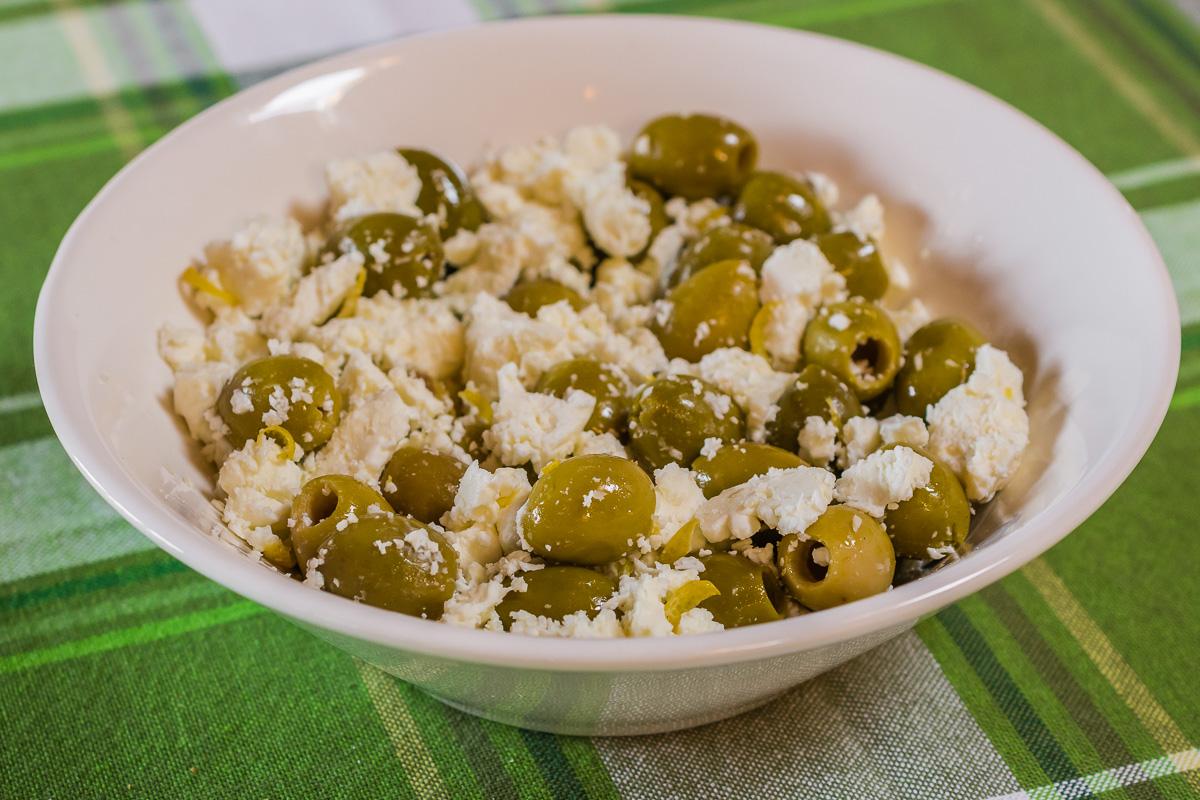 Photo d'apéro végétarien, fêta, olives, rapide, léger, healthy, été,  recette de Kilomètre-0, blog de cuisine réalisée à partir de produits de saison et issus de circuits courts