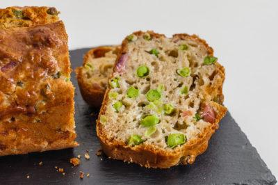 Photo de recette de cake apéro, printemps, été, petits pois, jambon, healthy, facile, rapide  Kilomètre-0, blog de cuisine réalisée à partir de produits de saison et issus de circuits courts