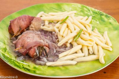 Photo de recette de  filet de porc, bacon, roulé de porc, pâtes, oignons confits,recette itlaienne de Kilomètre-0, blog de cuisine réalisée à partir de produits de saison et issus de circuits courts