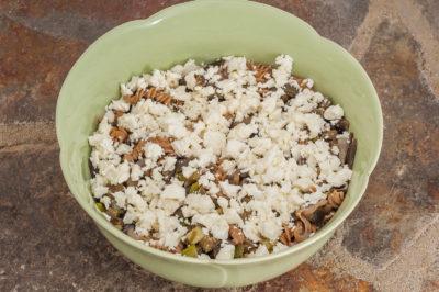 Photo de recette de salade de pâtes aux légumes d'été et à la fêta facile, rapide, économique, bio, végétarienne, healthy de  Kilomètre-0, blog de cuisine réalisée à partir de produits de saison et issus de circuits courts