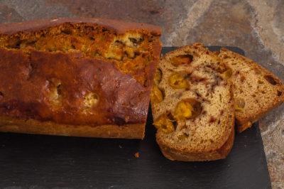 Photo de recette de Kilomètre-0, blog de cuisine réalisée à partir de produits de saison et issus de circuits courtsgâteau du matin aux mirabelles facile rapide bio de