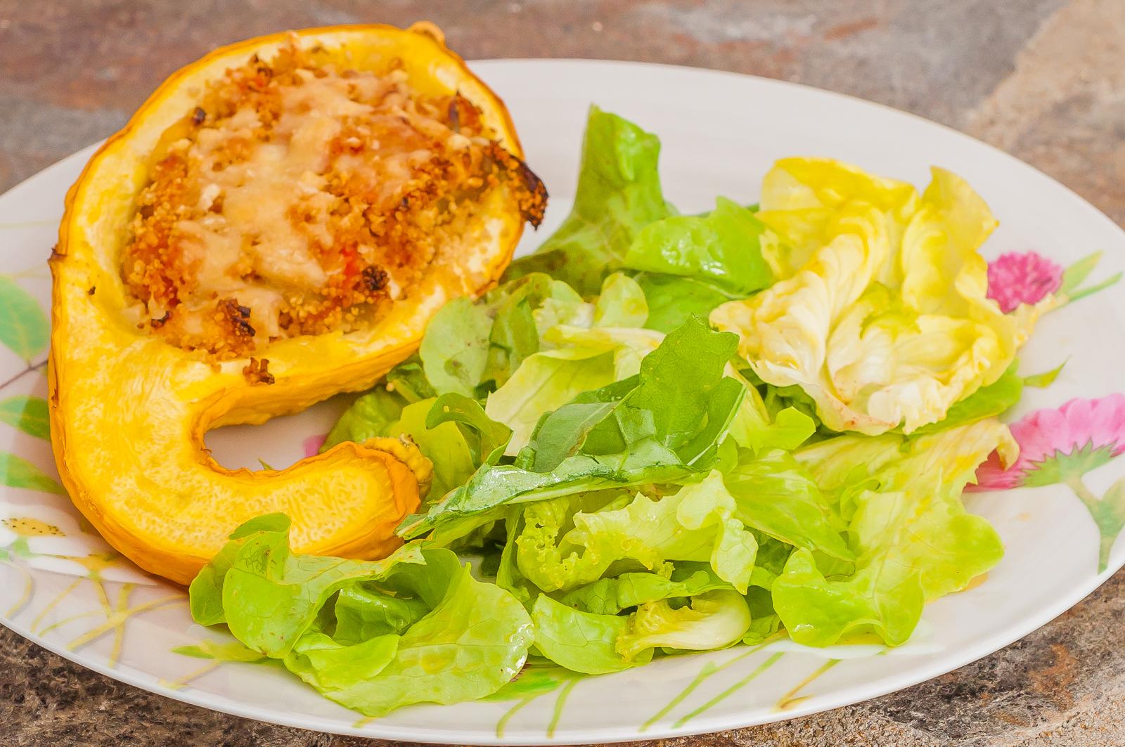 Photo de recette de  courgette farcie végétarienne, légumes d'été, semule, légère, healthy, fromage, bio de Kilomètre-0, blog de cuisine réalisée à partir de produits de saison et issus de circuits courts