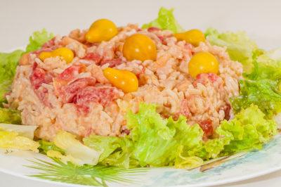 Photo de recette de salade de riz antillaise, Antilles, facile, légère, crevettes, été, riz, healthy de Kilomètre-0, blog de cuisine réalisée à partir de produits de saison et issus de circuits courts