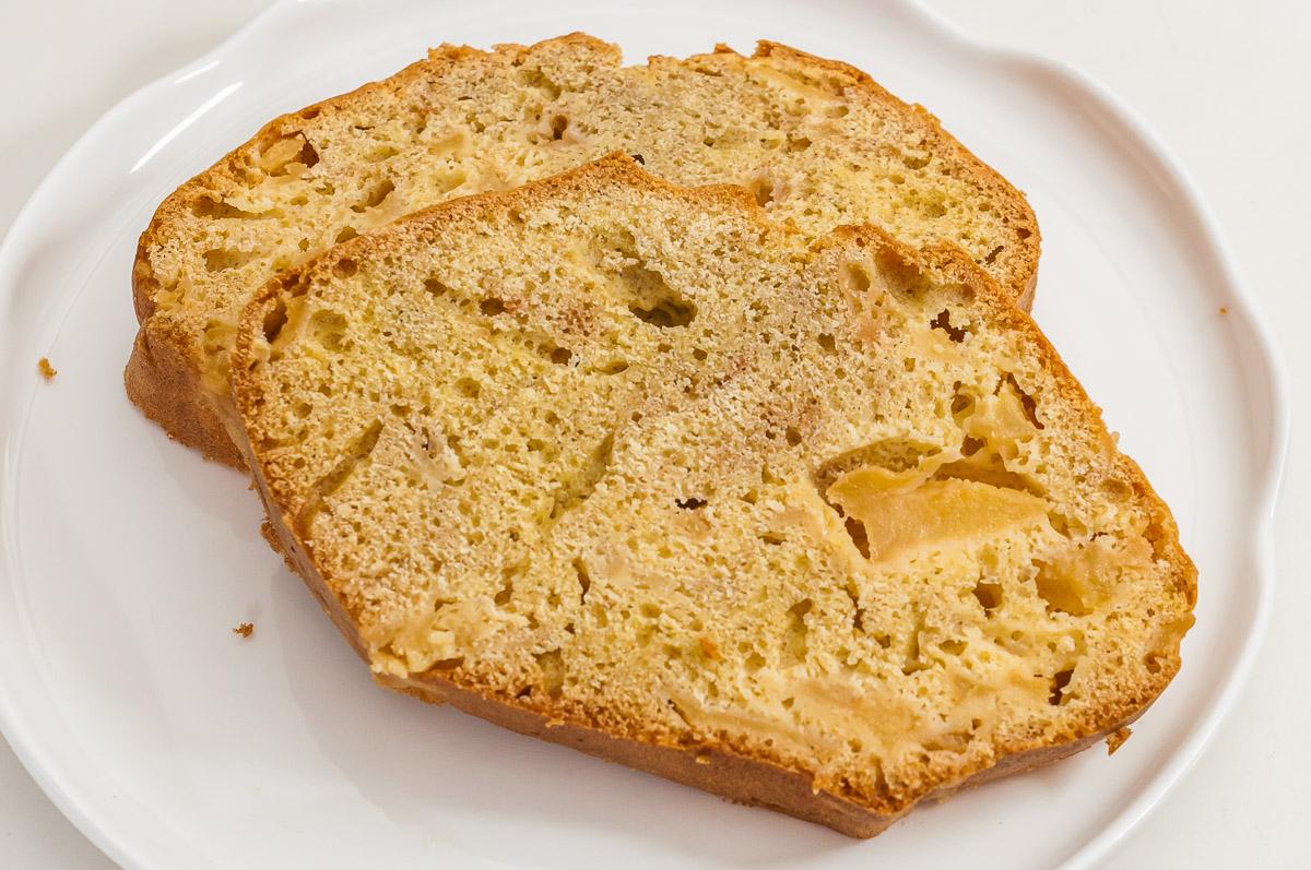 Photo de recette de gâteau du matin moelleux aux pommes, facile, rapide, léger, bio, économique,  Kilomètre-0, blog de cuisine réalisée à partir de produits de saison et issus de circuits courts