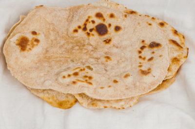Photo de recette de Chapati, pain plat africain, OUganda, ougandais, végétarien, healthy, pain, cuisine du monde,  Kilomètre-0, blog de cuisine réalisée à partir de produits de saison et issus de circuits courts
