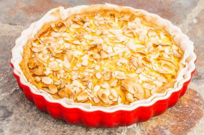 Photo de recette de tarte normande aux pommes, facile, gourmande, fruits, bio de  Kilomètre-0, blog de cuisine réalisée à partir de produits de saison et issus de circuits courts