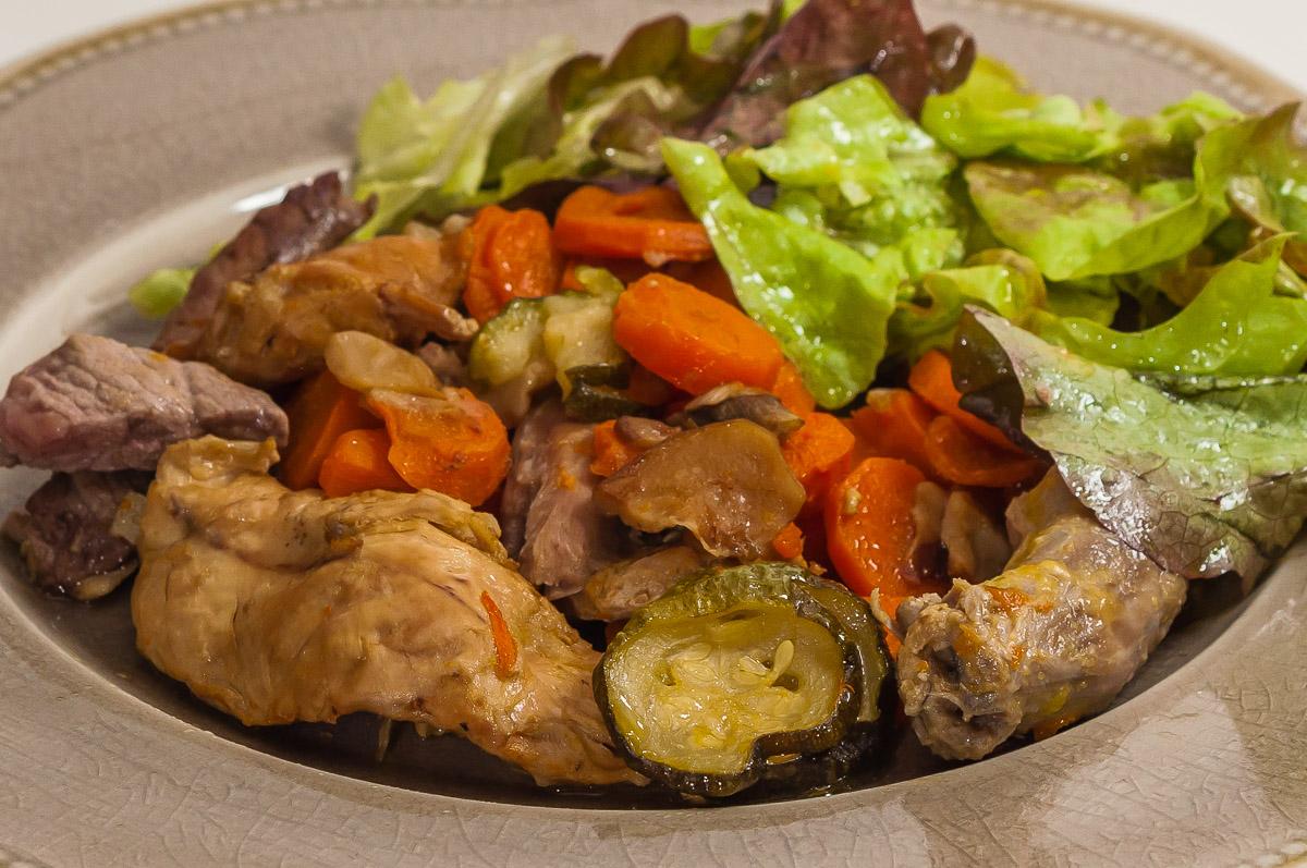 Photo de recette de pintade aux légumes de saison, cèpes,carottes, autmne, volaile, viande, healthy, facile, mijoté de  Kilomètre-0, blog de cuisine réalisée à partir de produits de saison et issus de circuits courts