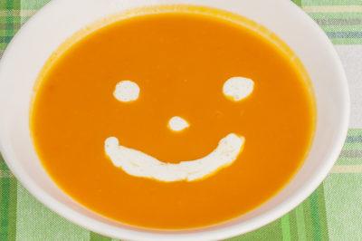 Photo de recette de soupe facile au potimarron, courges, potage, velouté, bio, légumes, automne, hiver, facile, rapide, économique deKilomètre-0, blog de cuisine réalisée à partir de produits de saison et issus de circuits courts