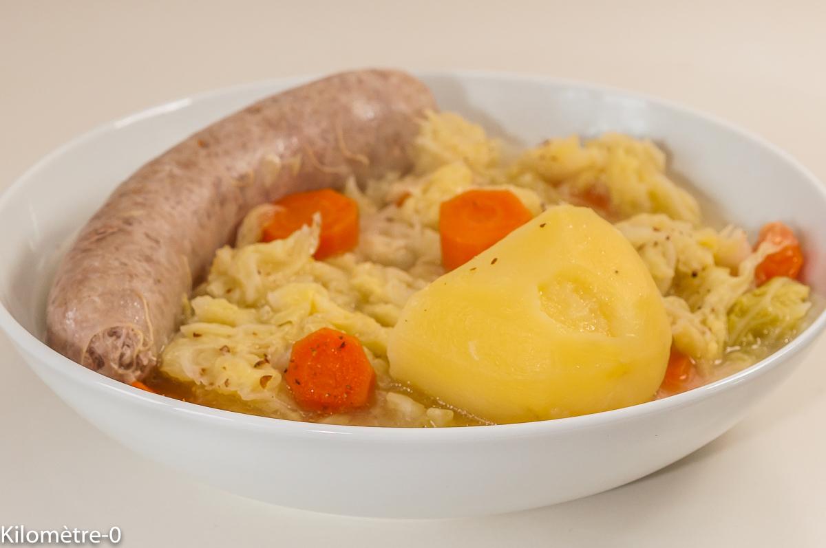 Photo de recette de saucisses au chou, légumes, potée, hiver, automne, carottes, pommes de terre,  Kilomètre-0, blog de cuisine réalisée à partir de produits de saison et issus de circuits courts