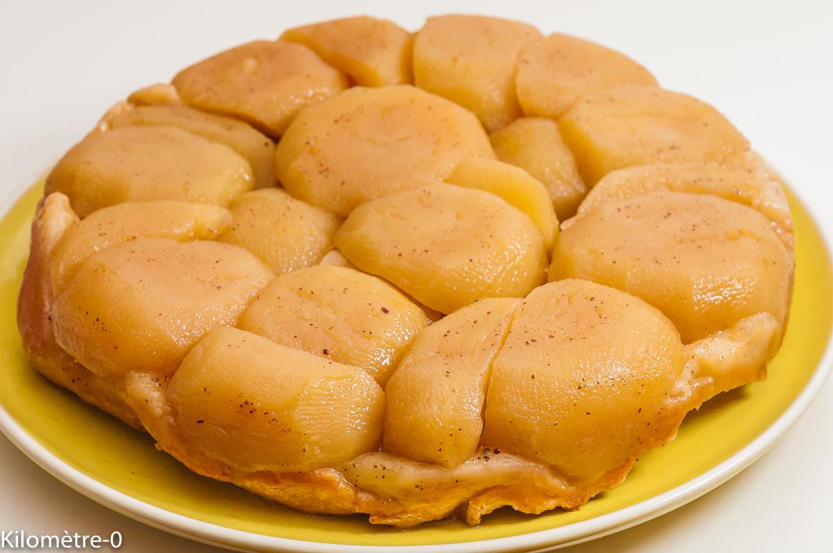 Photo de recette de tarte tatin, pâte brisée, facie, rapide, épices, bio, healthy, de Kilomètre-0, blog de cuisine réalisée à partir de produits de saison et issus de circuits courts