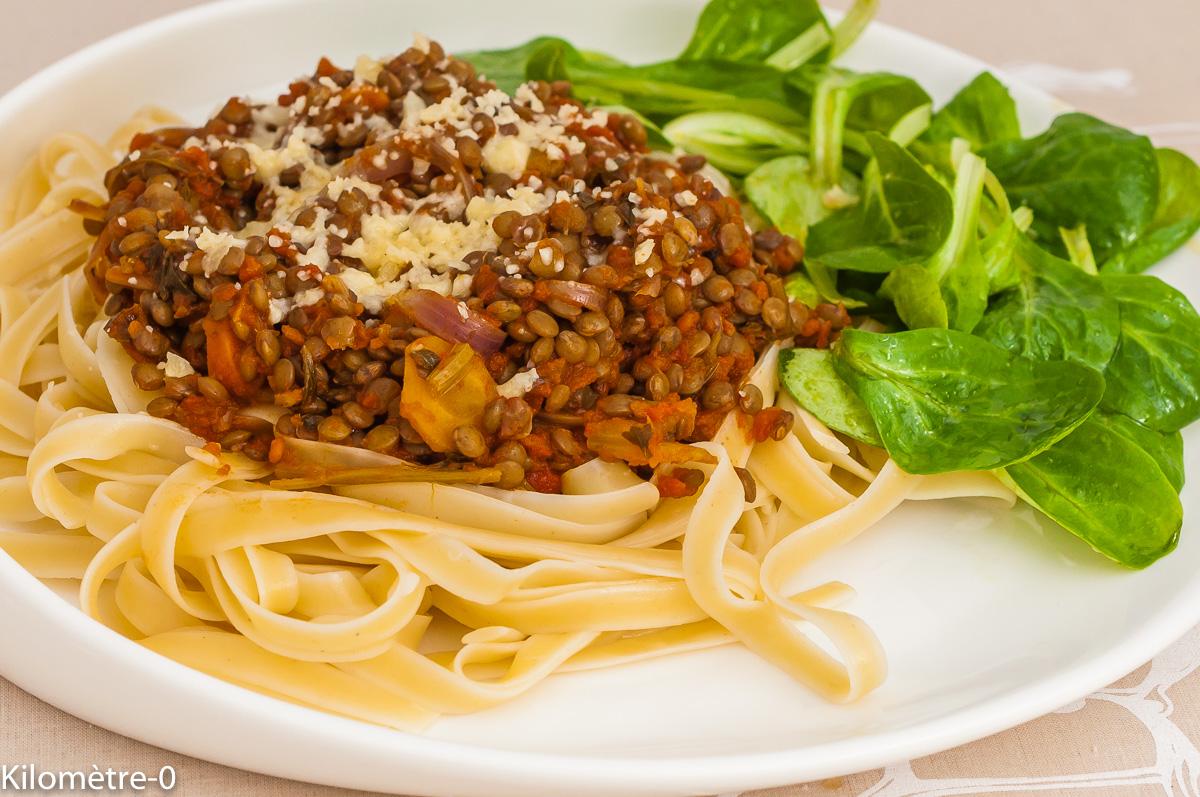 Photo de recette de spaghetti bolognaise, végétarienne, pâtes, lentilles, bio, healthy, légumineuses, pâtes, facile, Kilomètre-0, blog de cuisine réalisée à partir de produits de saison et issus de circuits courts