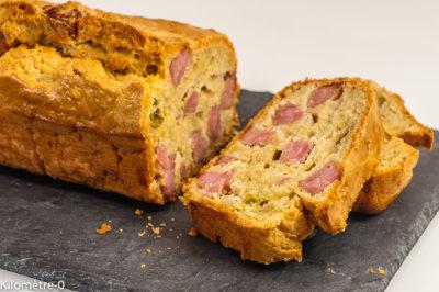 Photo de recette de cake salée, saucisse de Morteau, pistaches, facile, rapide, apéro, Kilomètre-0, blog de cuisine réalisée à partir de produits de saison et issus de circuits courts