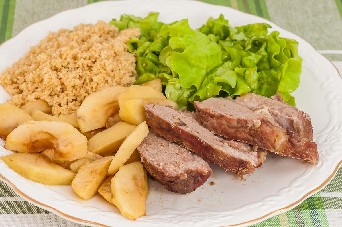 Photo de recette légère, healthy, viande, porc, filet mignon, pommes, semoule, de Kilomètre-0, blog de cuisine réalisée à partir de produits de saison et issus de circuits courts