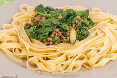 Photo de recette végétarienne, lentilles, pâtes, facile, économique, épinards, bio, healthy,  de Kilomètre-0, blog de cuisine réalisée à partir de produits de saison et issus de circuits courts