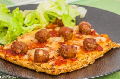 Photo de recette de pizza de chou fleur, saucisse, merguez, tomate, fromage, légumes, végétaux, de Kilomètre-0, blog de cuisine réalisée à partir de produits de saison et issus de circuits courts