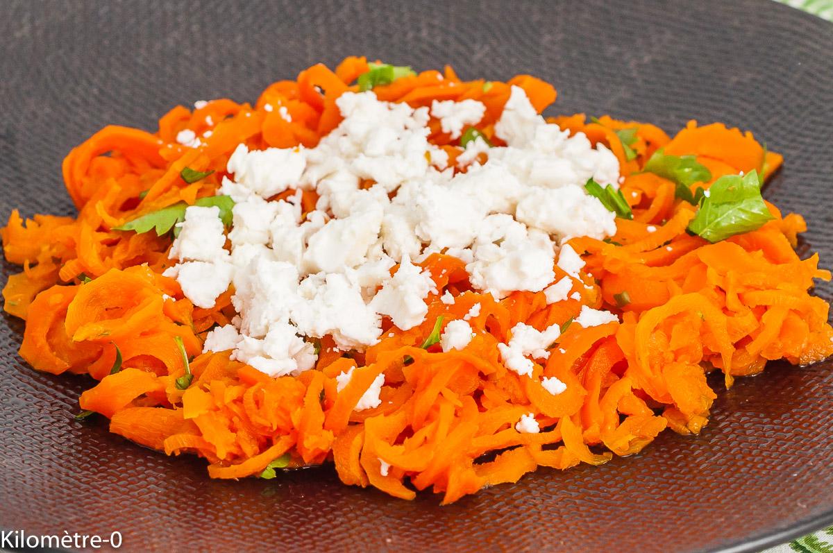 Photo de recette de tagliatelles de carottes au cumin et à la fêta, fromage, légumes, végétarienne, healthy, bio, facile, rapide, de de Kilomètre-0, blog de cuisine réalisée à partir de produits de saison et issus de circuits courts