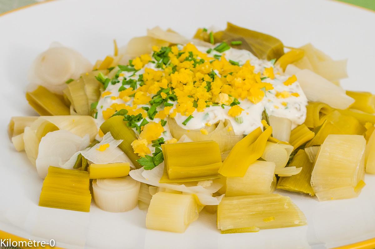 Photo de recette de Poireaux sauce tartare, facile, légumes, bio, léger, rapide, healthy, Kilomètre-0, blog de cuisine réalisée à partir de produits de saison et issus de circuits courts