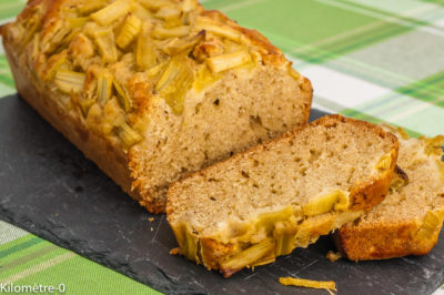 Photo de recette de gâteau du matin, cake, rhubarbe, fruits, facile, bio, rapide, healthy,  Kilomètre-0, blog de cuisine réalisée à partir de produits de saison et issus de circuits courts