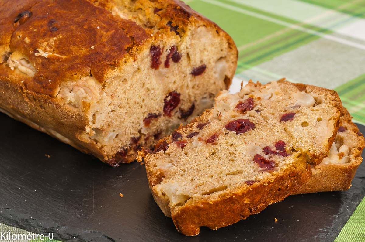Photo de recette de cake, gâteau, gâteau du matin, cranberries, poires, bio, facile, léger, rapide, Kilomètre-0, blog de cuisine réalisée à partir de produits de saison et issus de circuits courts