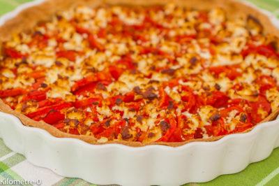 Photo de recette de tarte salée, tomates, moutarde, fromage, fêta, végétarien, pâte brisée, croustillante, légumes, healthy, bio de  Kilomètre-0, blog de cuisine réalisée à partir de produits de saison et issus de circuits courts
