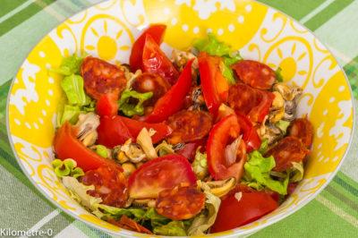 Photo de recette de salade, salade composée, mollusques, moules, tomates, chorizo, facile, léger de Kilomètre-0, blog de cuisine réalisée à partir de produits de saison et issus de circuits courts