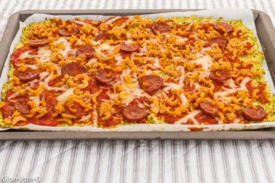 Photo de recette de pizza, légumes, chou romanesco, chorizo, sans pâte, sans gluten,  crevettes grises, fromage, pizza sans pâte Kilomètre-0, blog de cuisine réalisée à partir de produits de saison et issus de circuits courts