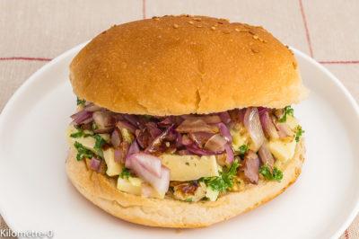 Photo de recette de burger végétarien, chou kale, noix, oignons, tomme, fromage, heatlhy, facile, bio; Kilomètre-0, blog de cuisine réalisée à partir de produits de saison et issus de circuits courts