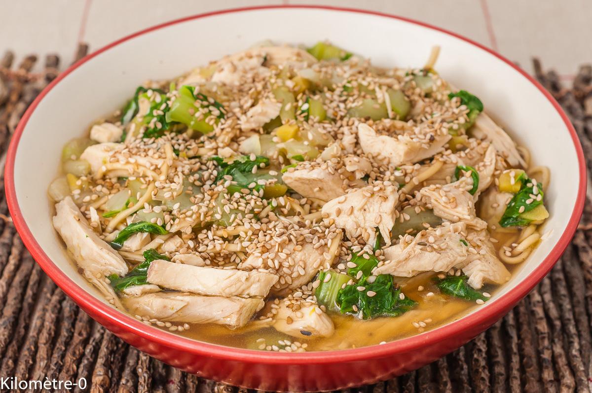 Photo de recette de soupe, poulet, nouilles chinoises, chou chinois, bio, facile, healthy Kilomètre-0, blog de cuisine réalisée à partir de produits de saison et issus de circuits courts