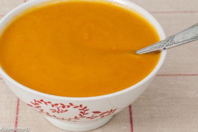 Photo de recette de soupe, potage, velouté, potimarron, facile, économique, pas cher, lait d'épeautre, légumes, courge, bio Kilomètre-0, blog de cuisine réalisée à partir de produits de saison et issus de circuits courts