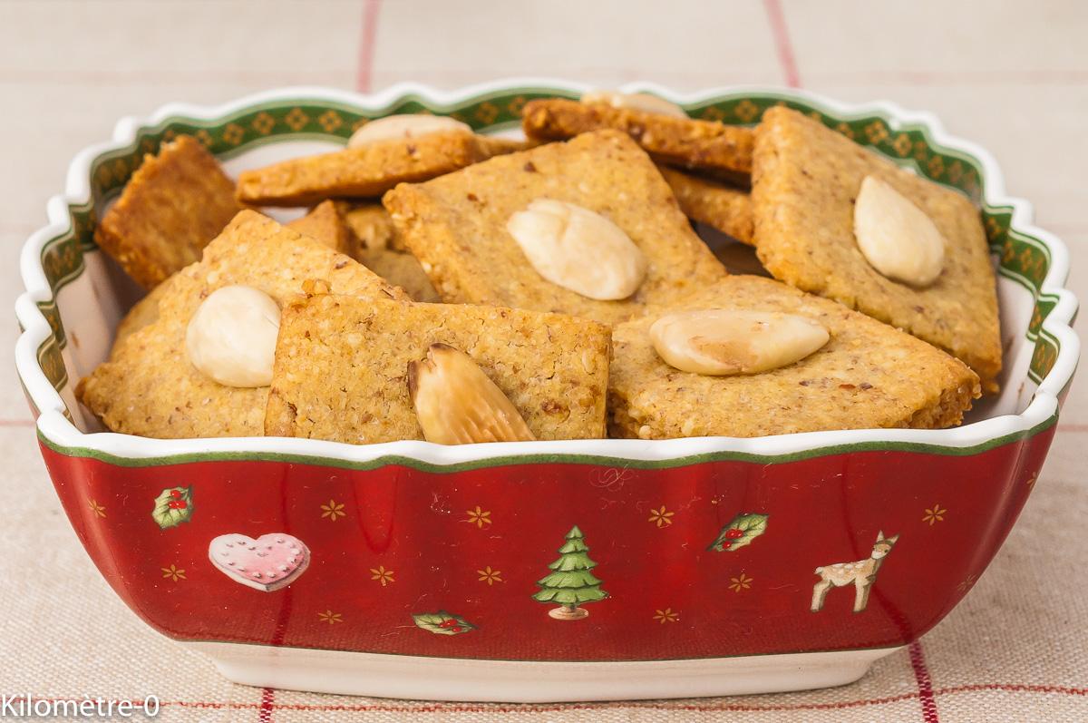 Photo de recette de biscuits, Noël, facile, Carré aux amandes, petits gâteaux, amandes, rapide, healthy, bio, Kilomètre-0, blog de cuisine réalisée à partir de produits de saison et issus de circuits courts