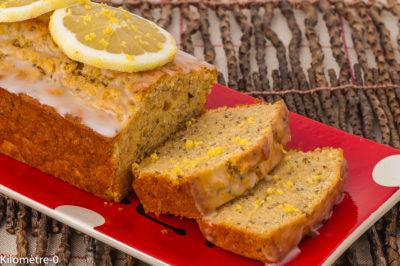Photo de recette de cake, citron, graines de chia, gâteau, glaçage, dessert, bio, léger, Kilomètre-0, blog de cuisine réalisée à partir de produits de saison et issus de circuits courts