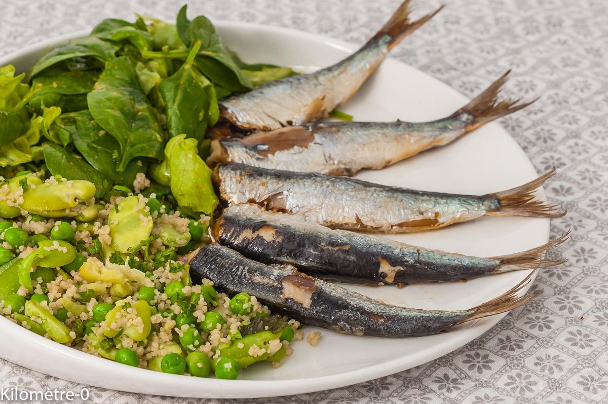 Photo de recette de sardines, poissons bleus, printemps, été, semoule,fèves, petits pois, fines herbes, Kilomètre-0, blog de cuisine réalisée à partir de produits de saison et issus de circuits courts