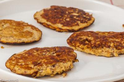 Photo de recette de pancakes, facile, bananes, énergétique, amandes, oeufs, rapide, protéines,  Kilomètre-0, blog de cuisine réalisée à partir de produits de saison et issus de circuits courts