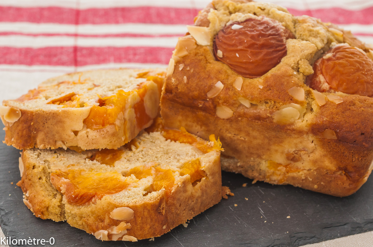 Photo de recette de cake, gâteau du matin, abricots, facile, amandes, rapide, healthy,  Kilomètre-0, blog de cuisine réalisée à partir de produits de saison et issus de circuits courts