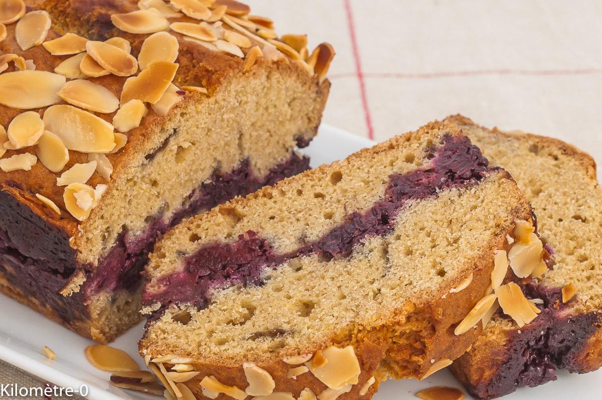 Photo de recette de cake, gâteau du matin, facile, amandes, mûres, fruits rouges, économique, été, bio, Kilomètre-0, blog de cuisine réalisée à partir de produits de saison et issus de circuits courts