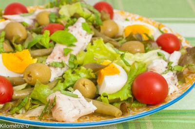 Photo de recette de salade, salade composée, été, haricots verts, oeuf dur, bar, poisson, olives, tomates, facile, bio, rapide, léger, healthy, Kilomètre-0, blog de cuisine réalisée à partir de produits de saison et issus de circuits courts